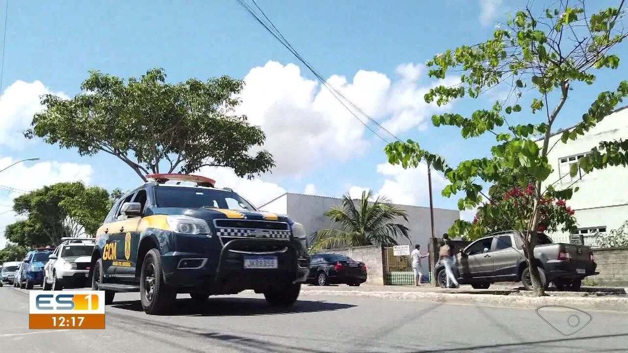 Polícia orienta população para ficar em casa em Linhares, ES