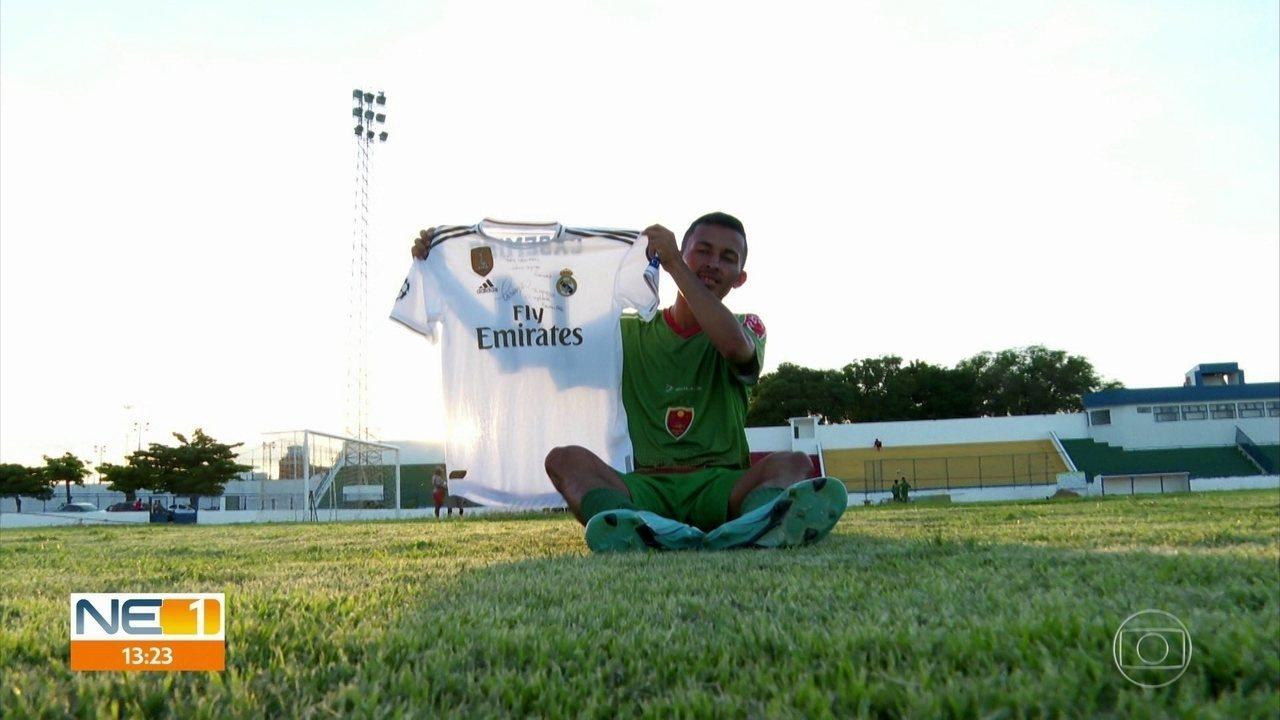 Casemiro e Daniel Alves se comovem com história de jogador pernambucano