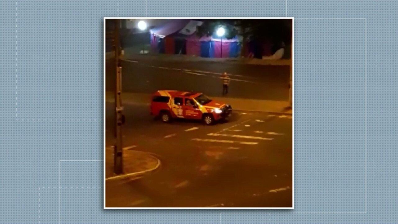 Em Ponta Grossa e Castro, bombeiros passaram por ruas pedindo para população ficar em casa