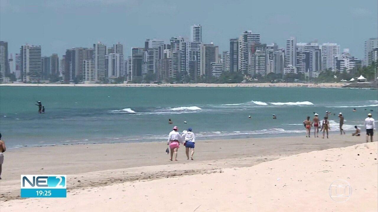 Decretos limitam atividades em praias, que ficaram vazias no Grande Recife