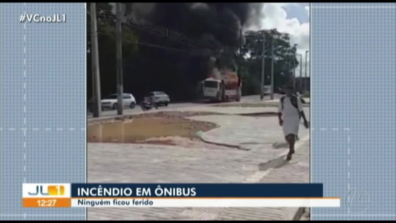 Ônibus pega fogo na avenida Bernardo Sayão, no Guamá
