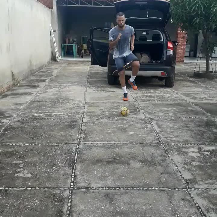 Jairo, do Campinense, mantém rotina de treinos durante a quarentena