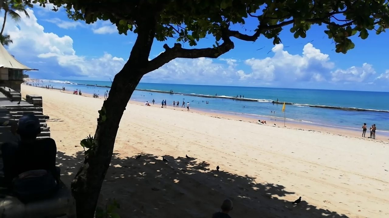Praia de Boa Viagem tem aumento na movimentação apesar de decretos para conter coronavírus