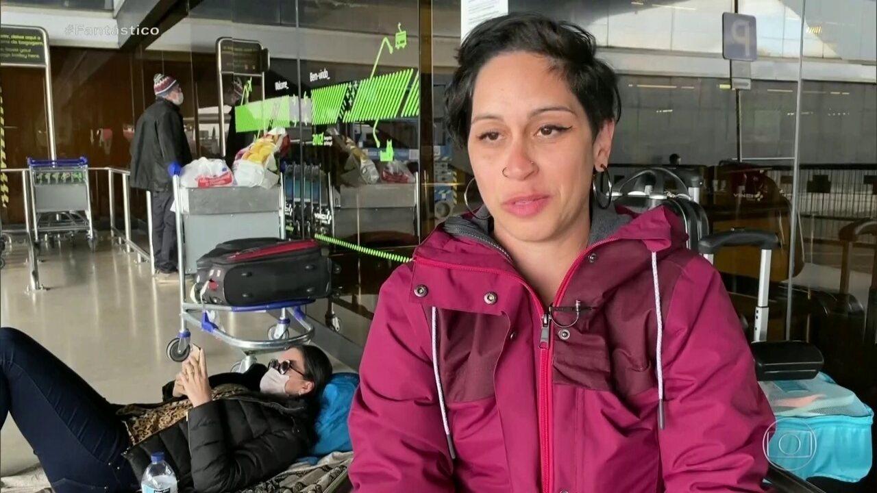 Brasileiros tentam voltar ao país após fronteiras fecharem: 'A gente passa frio, fome