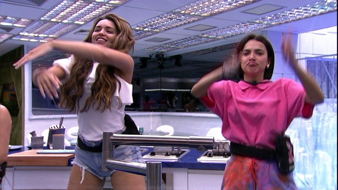 Sisters dançam na cozinha do BBB20