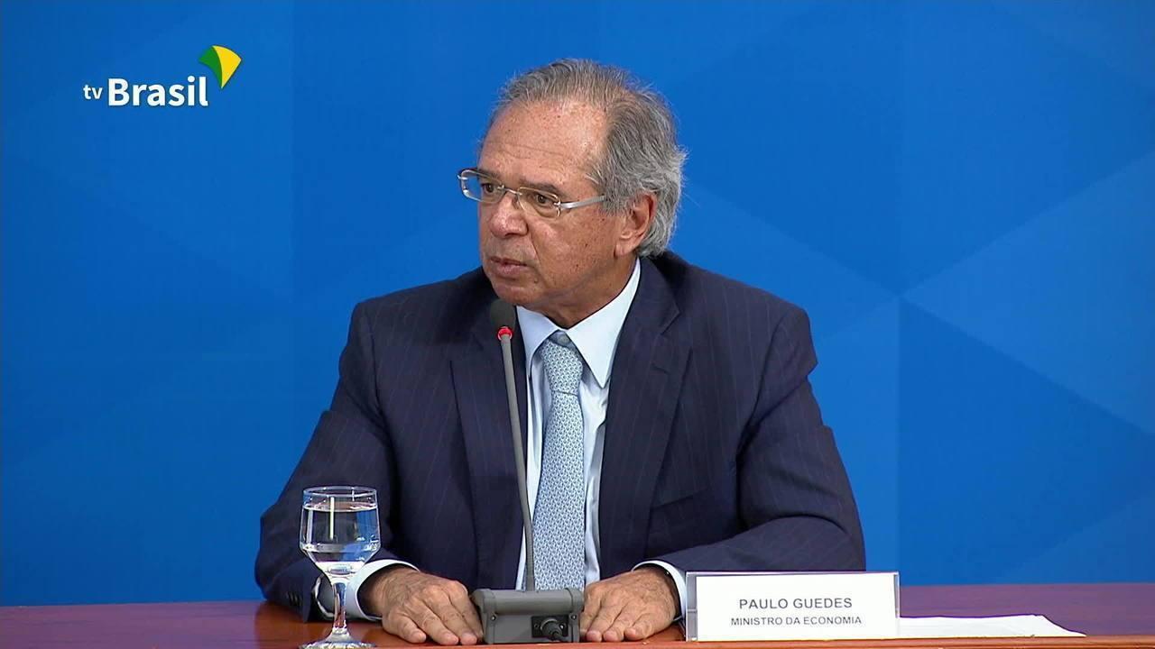 """""""Se Rodrigo Maia votar uma PEC emergencial, dinheiro sai em 48 horas"""", diz Guedes"""