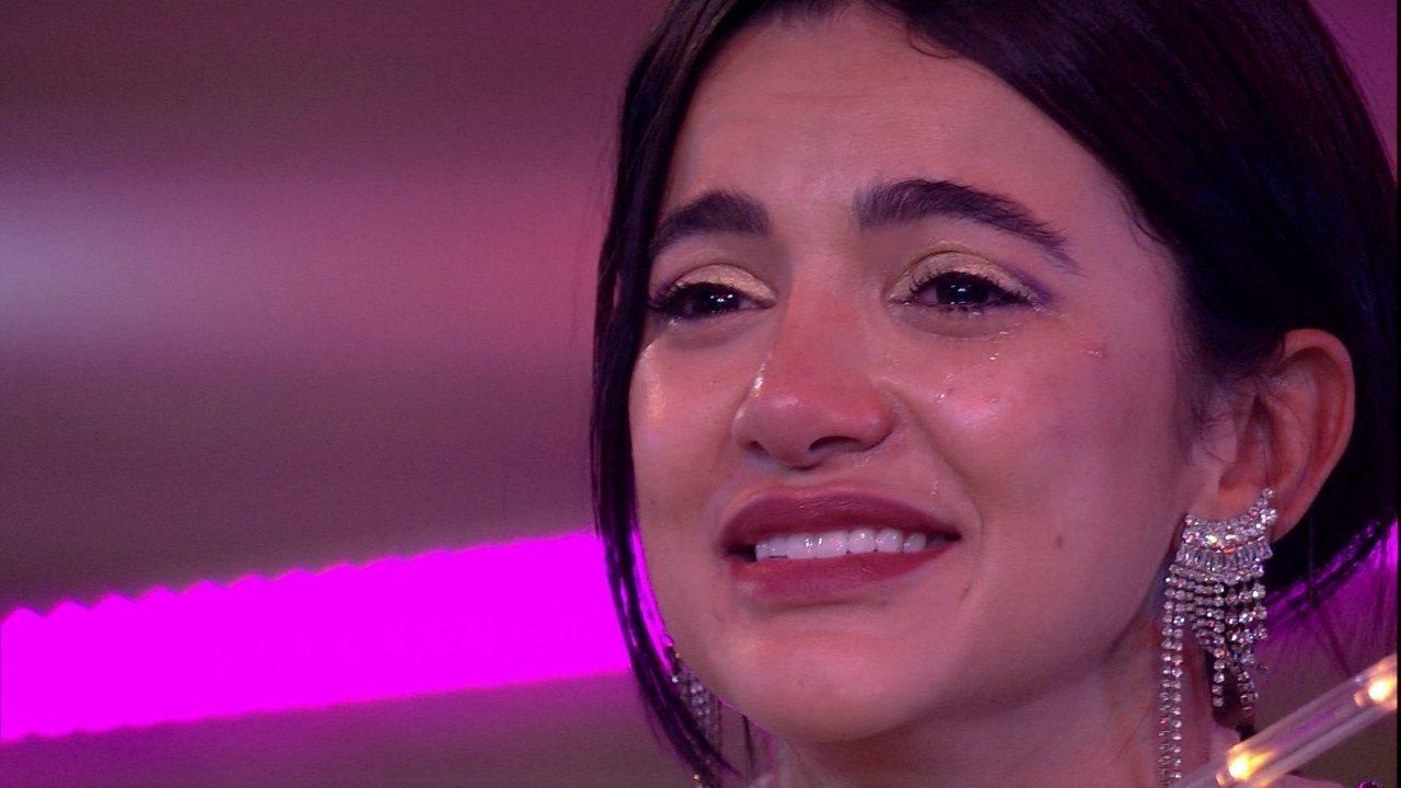 Manu chora ao rever seus momentos no BBB20