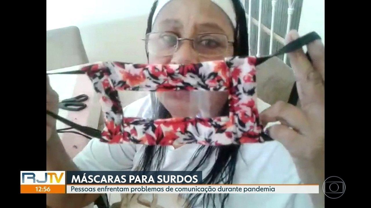 Mãe cria máscara especial para surdos que faciita comunicação em meio a pandemia