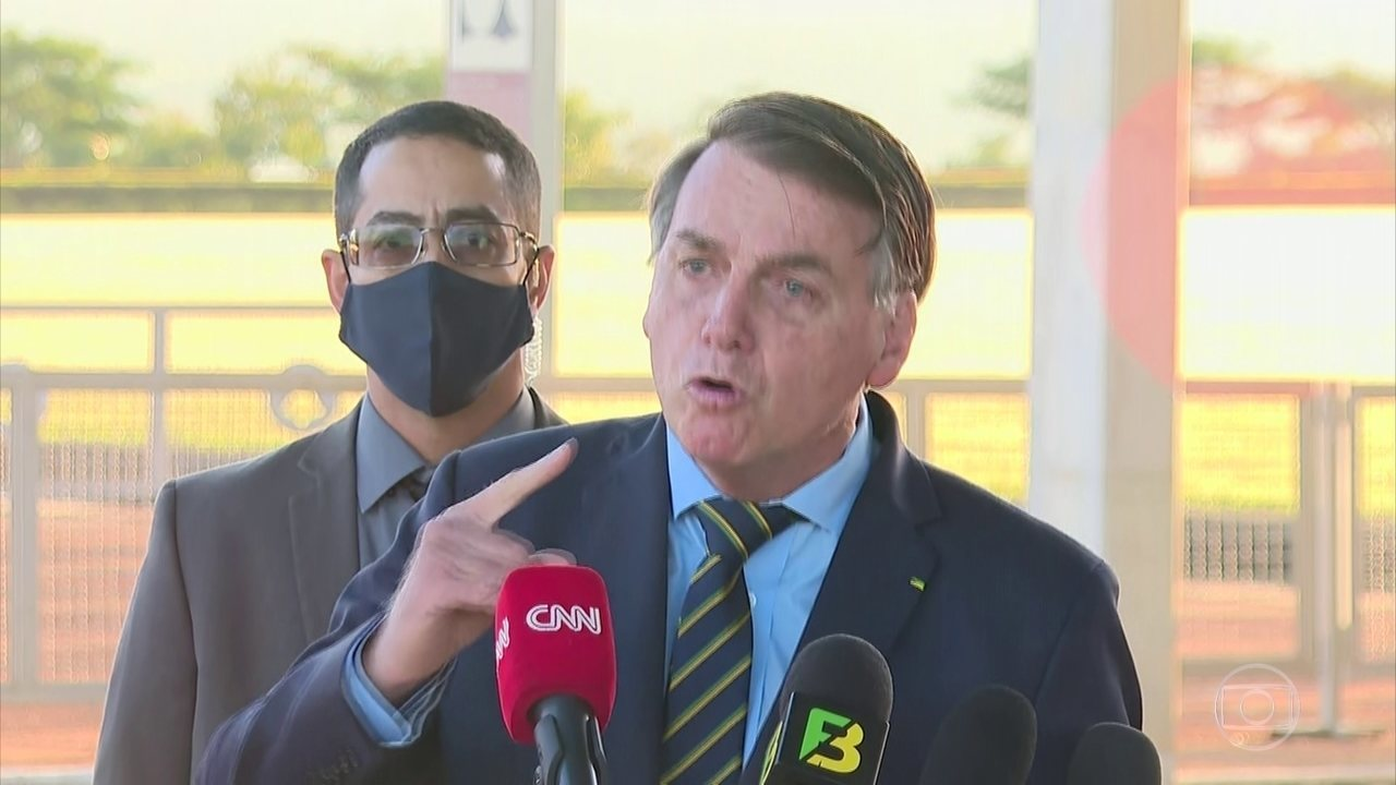 Bolsonaro diz que decisão de Alexandre de Moraes sobre comando da PF foi política