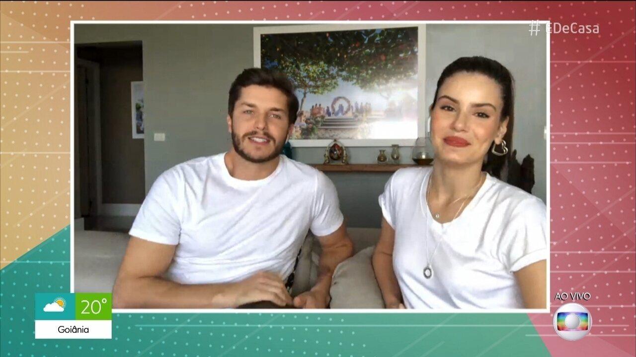 Camila Queiroz e Klebber Toledo no 'É de Casa'