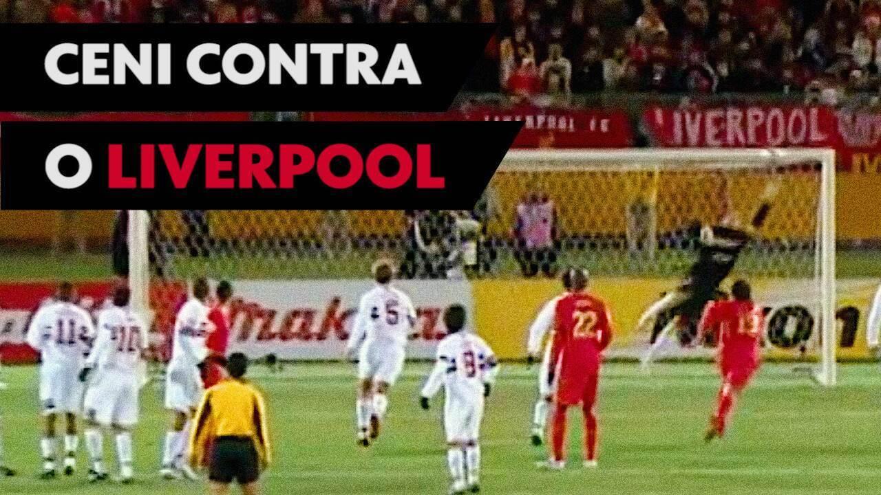 Em 2005, Rogério Ceni fecha o gol contra o Liverpool na final do Mundial de Clubes