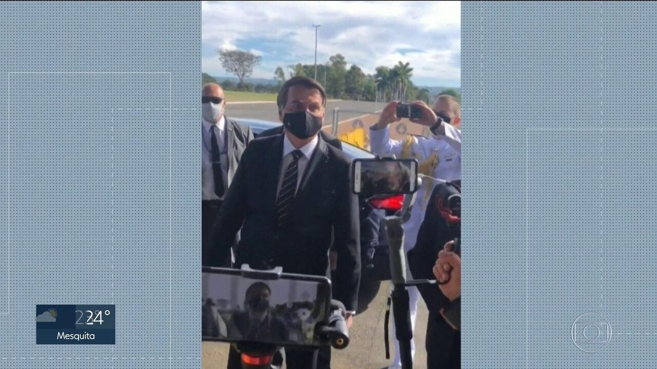 Bolsonaro é questionado sobre fala da deputada Zambelli e comenta operação da PF
