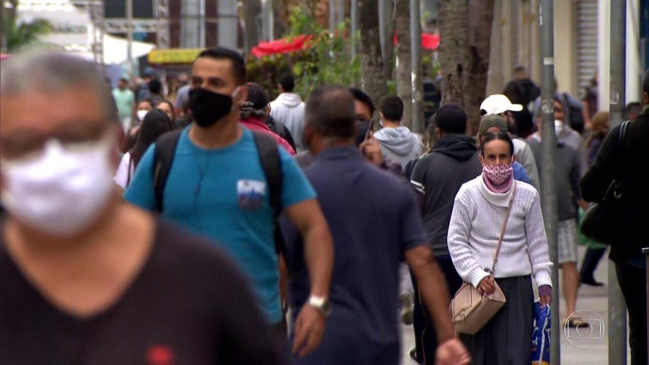 Especialistas se preocupam com ritmo de contágio após reabertura de atividades no Brasil
