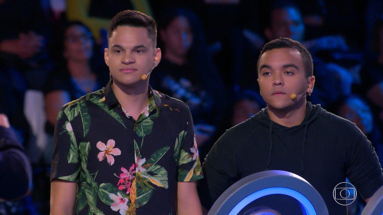 Lucas e Ítalo vão ao 'The Wall' para financiar projeto social
