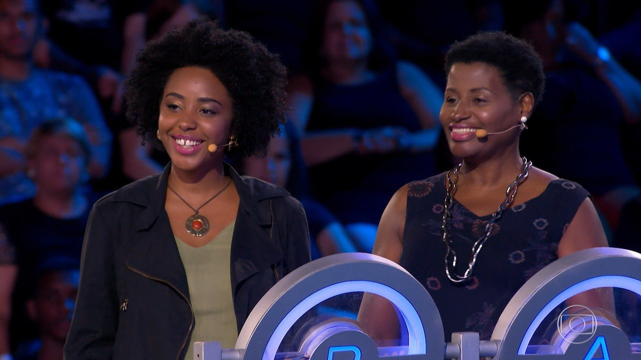 Dona Geralda e a filha Paula participam do 'The Wall'