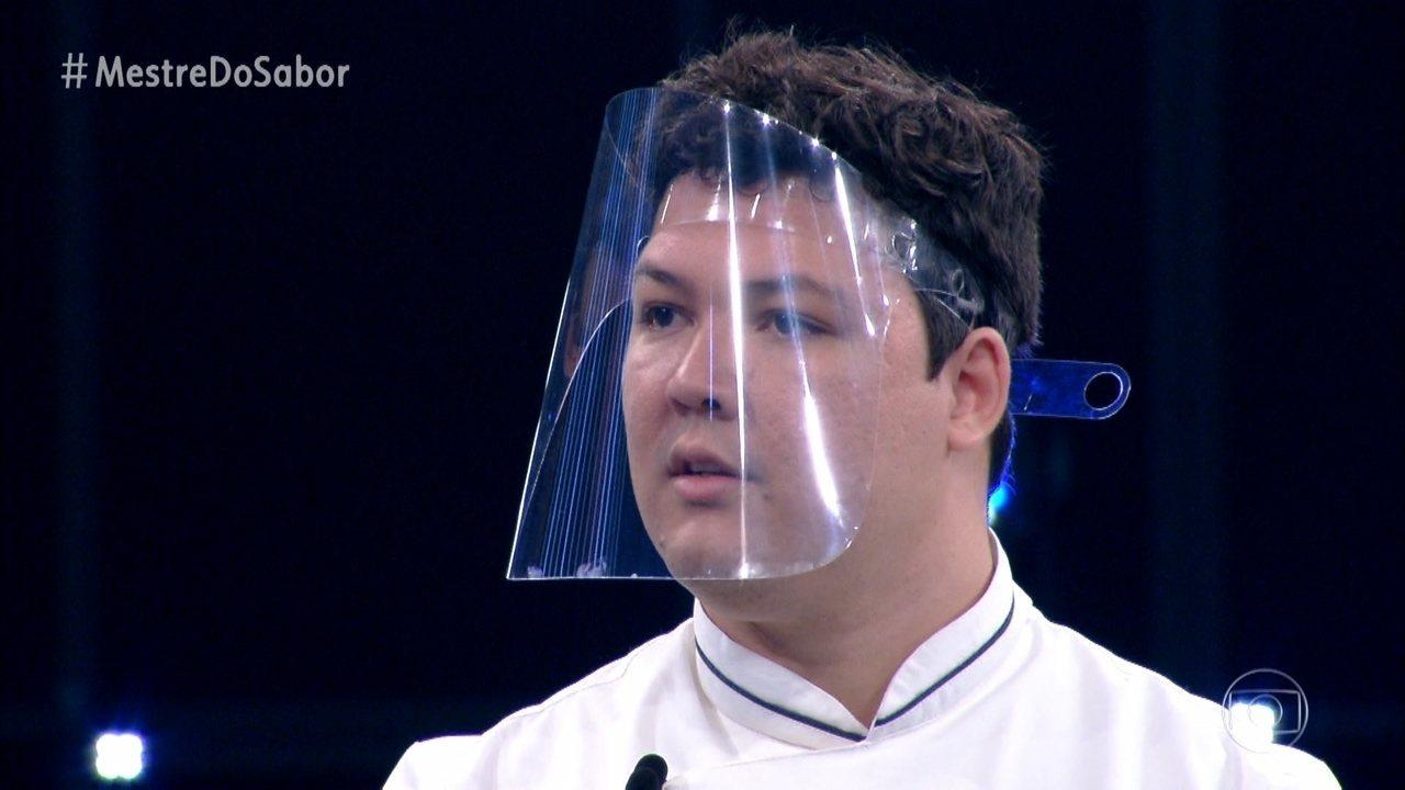 Júnior apresenta a entrada 'Creme de Cará'