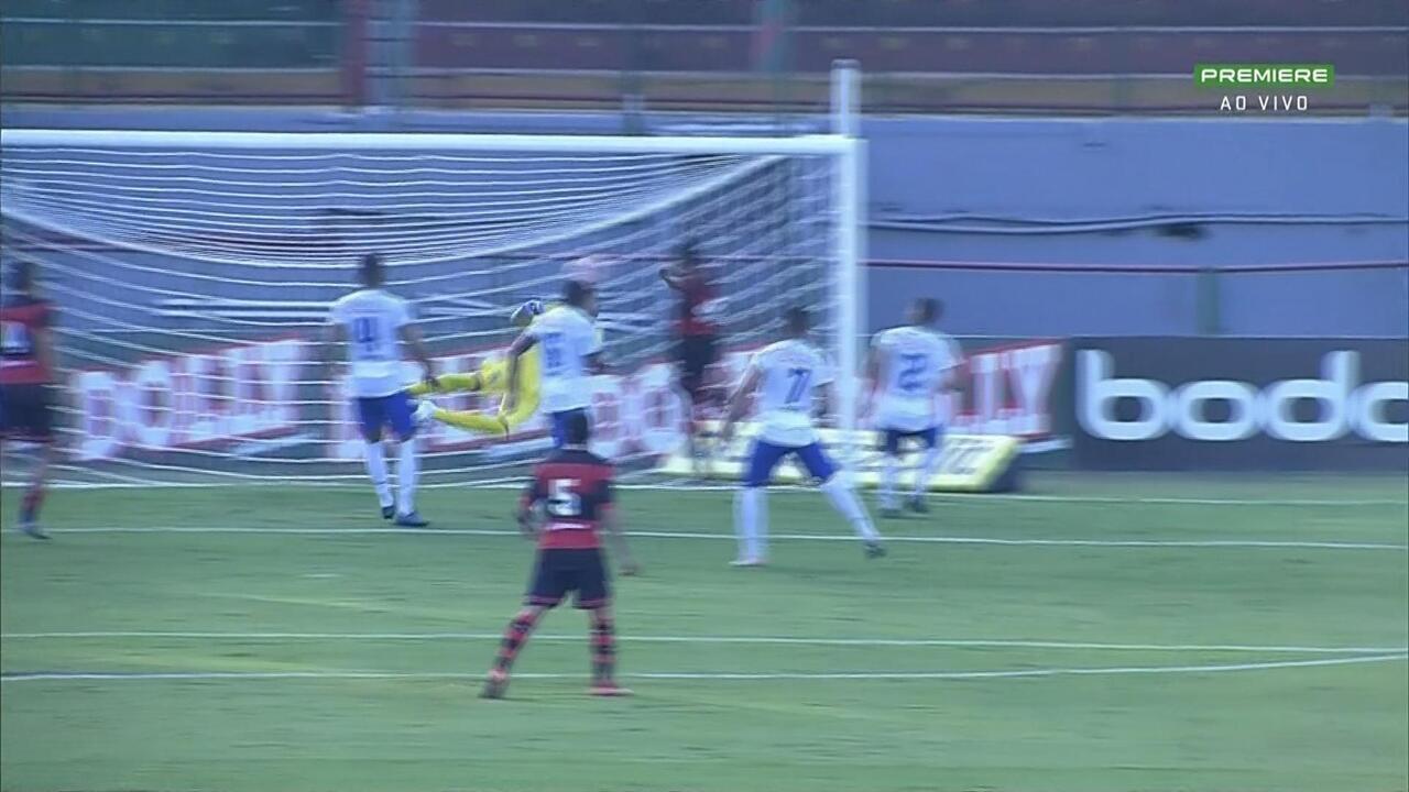 Gol do Ituano! Corrêa cobra falta, e Gabriel Barros marca o terceiro do Galo
