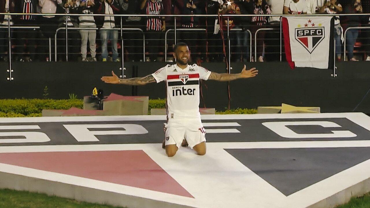 Maior vencedor de títulos, Daniel Alves completa um ano de São Paulo em branco