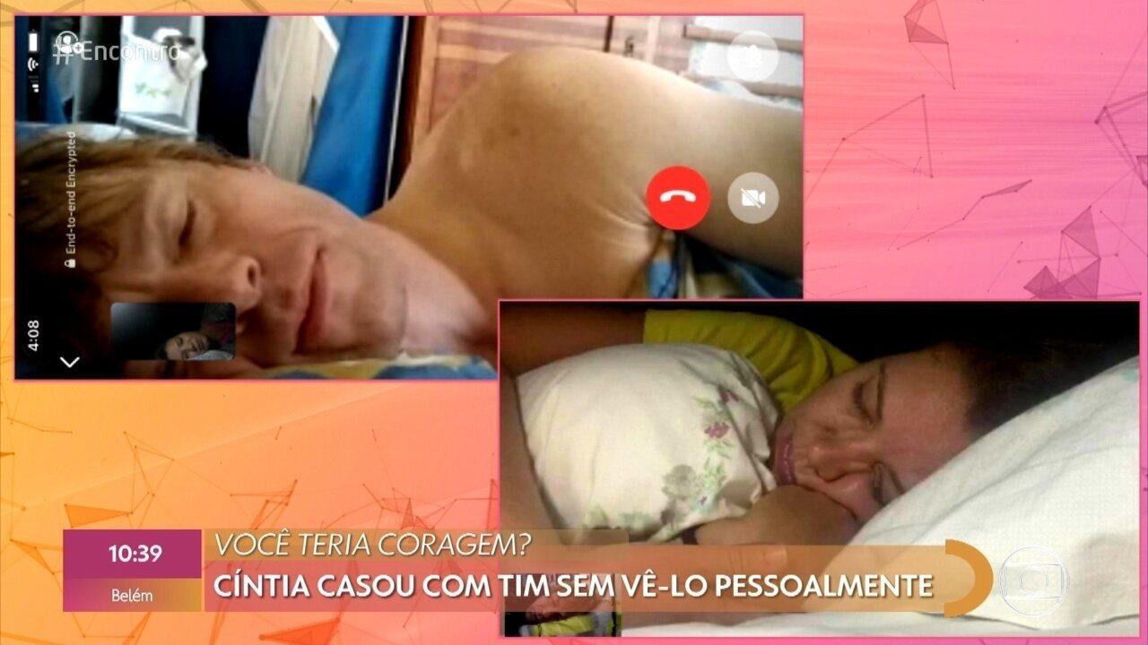 Cíntia é brasileira e se casou com Timo sem nunca ver o noivo pessoalmente