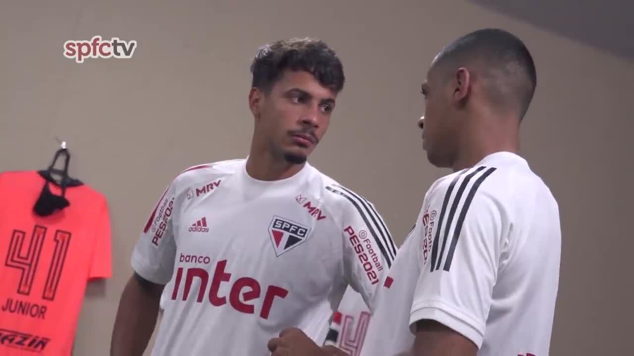 Bastidores de Sport x São Paulo: Bruno Alves e Arboleda orientam Diego Costa e Léo