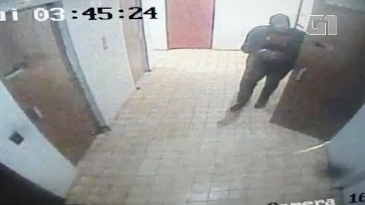 Imagens de câmeras de segurança mostram criminosos em prédio invadido no Rio Comprido