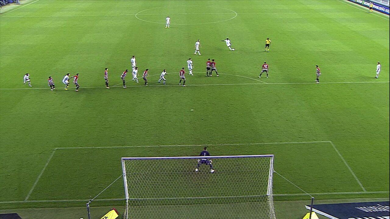 Gol do Santos! Marinho solta a bomba de muito longe e faz um belo gol, aos 45' do 2T