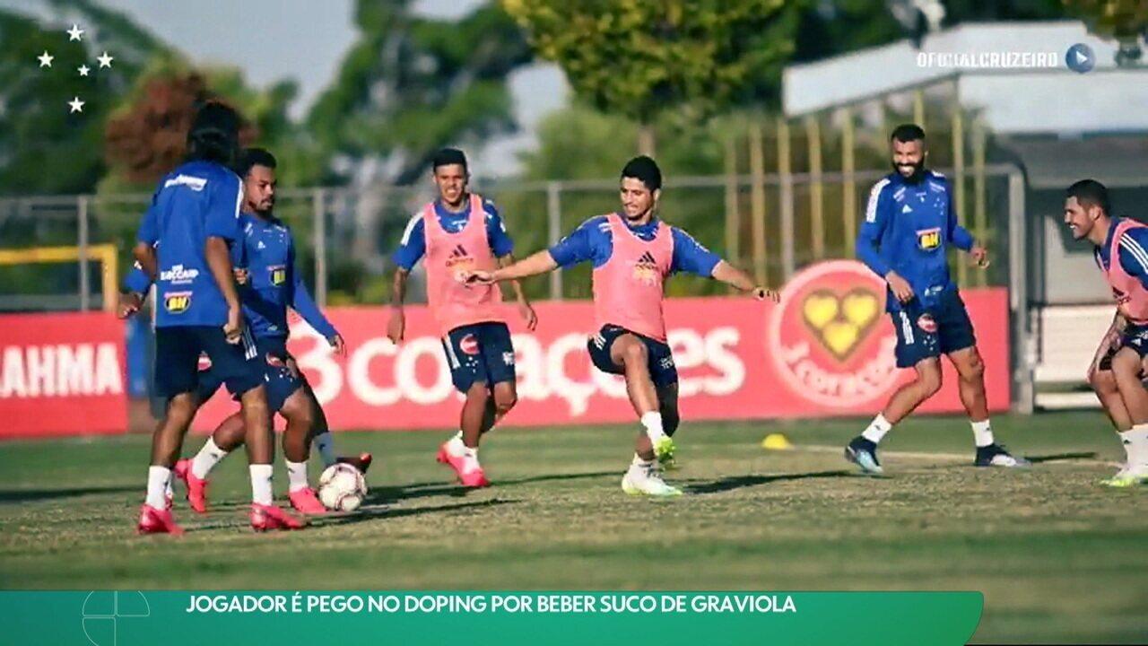 Daniel Guedes, lateral do Cruzeiro, prova que teste positivo em doping se deu por causa do suco de graviola