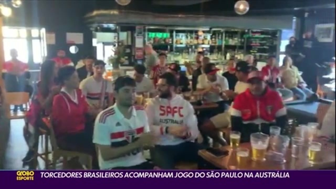 Torcedores do São Paulo acompanham empate do tricolor com o Internacional na Austrália; e Caio Ribeiro comenta empate