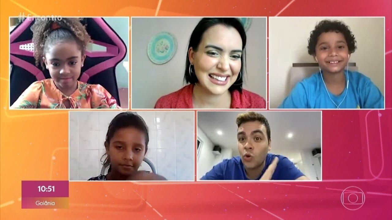 Luccas Neto responde perguntas da criançada no 'Papinho Cabeça'