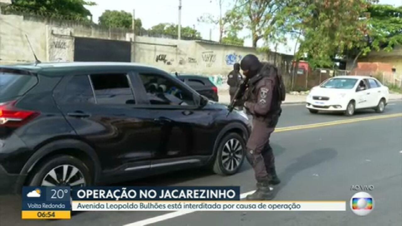 PM faz operação no Jacarezinho na manhã desta segunda-feira (19)