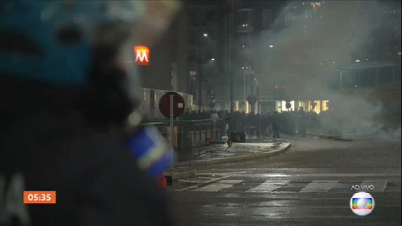 Manifestantes vão às ruas da Itália protestar contra restrições para conter avanço da Covid-19