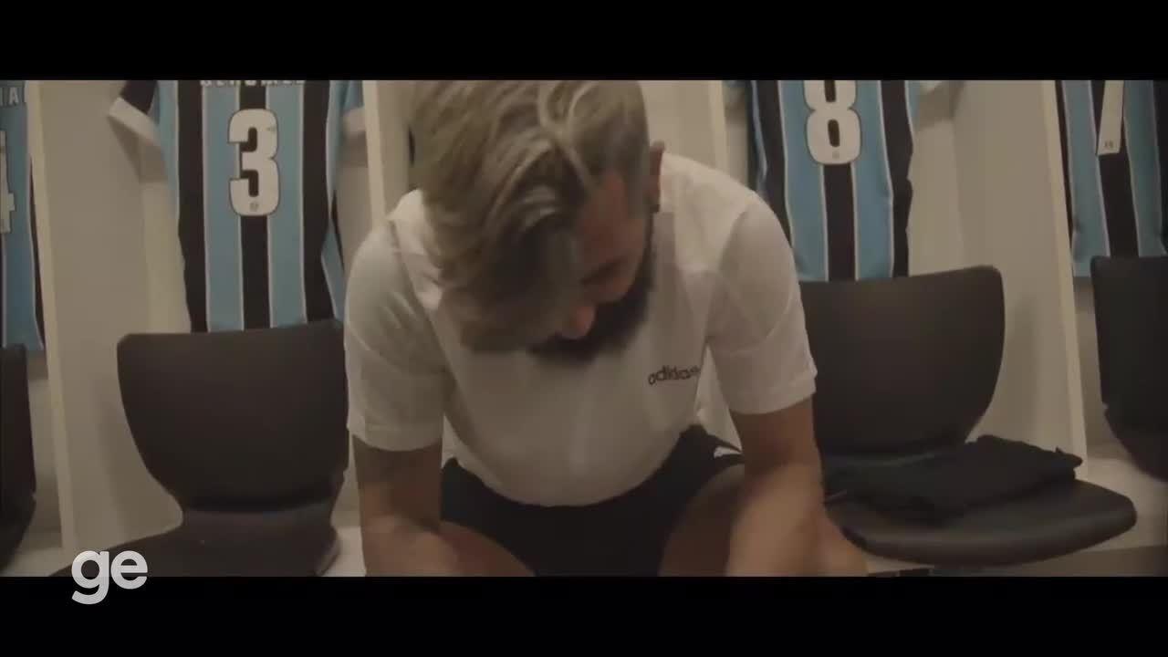 Veja o vídeo de anúncio da aposentadoria de Douglas