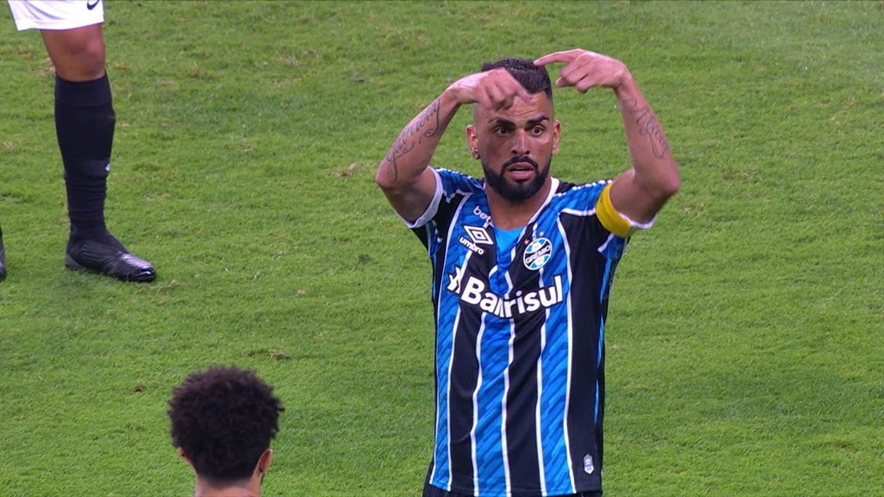 Maicon pede para sair, discute com Renato Gaúcho e sai direto para o vestiário