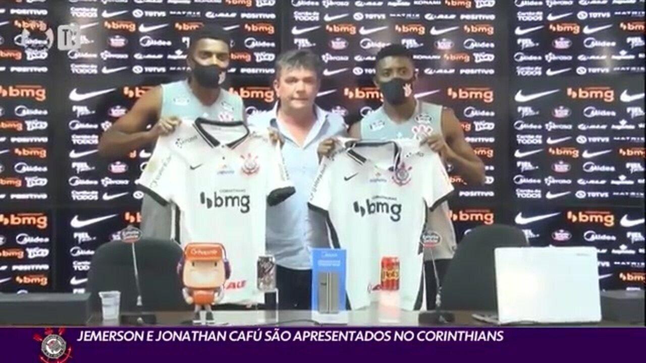 Jonathan Cafú foi apresentado ao lado de Jemerson no Corinthians