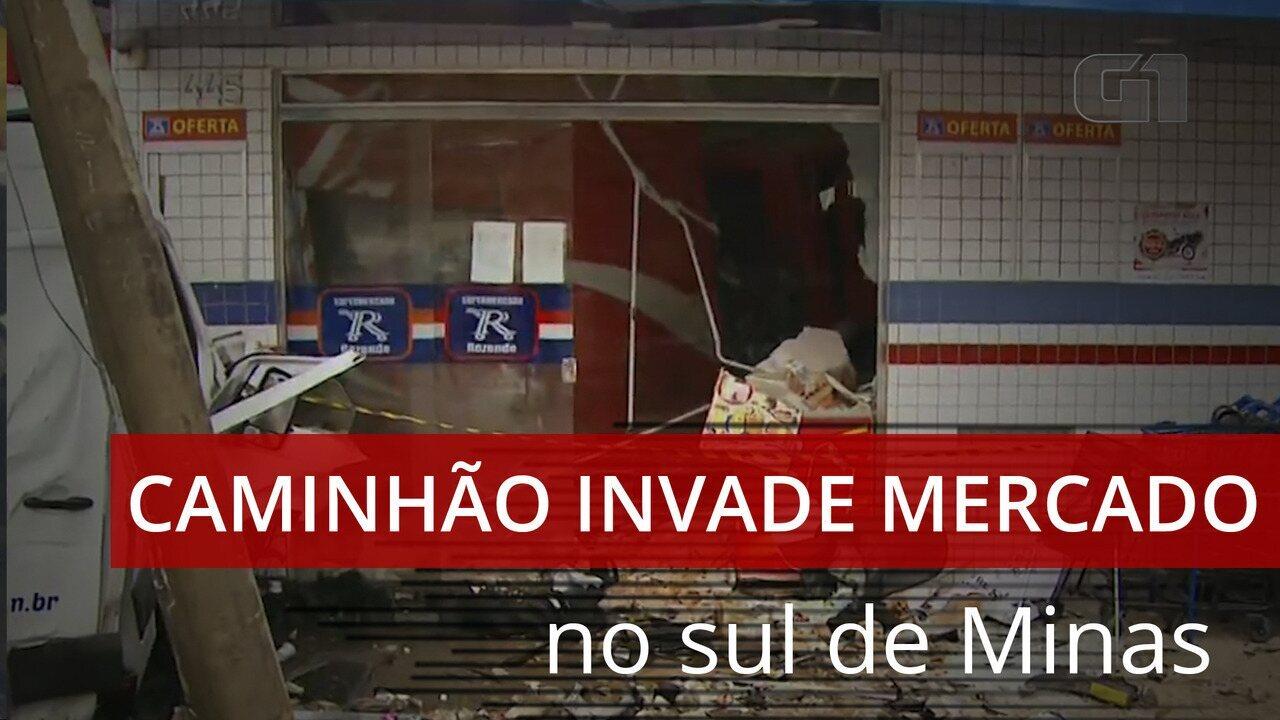 Vídeo mostra momento em que caminhão invade supermercado e deixa sete feridos em MG