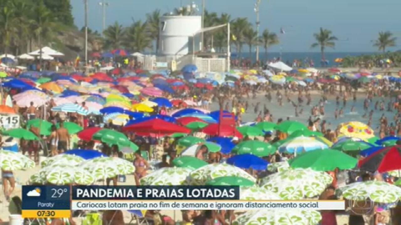 Cariocas lotam praias no fim de semana e ignoram distanciamento social