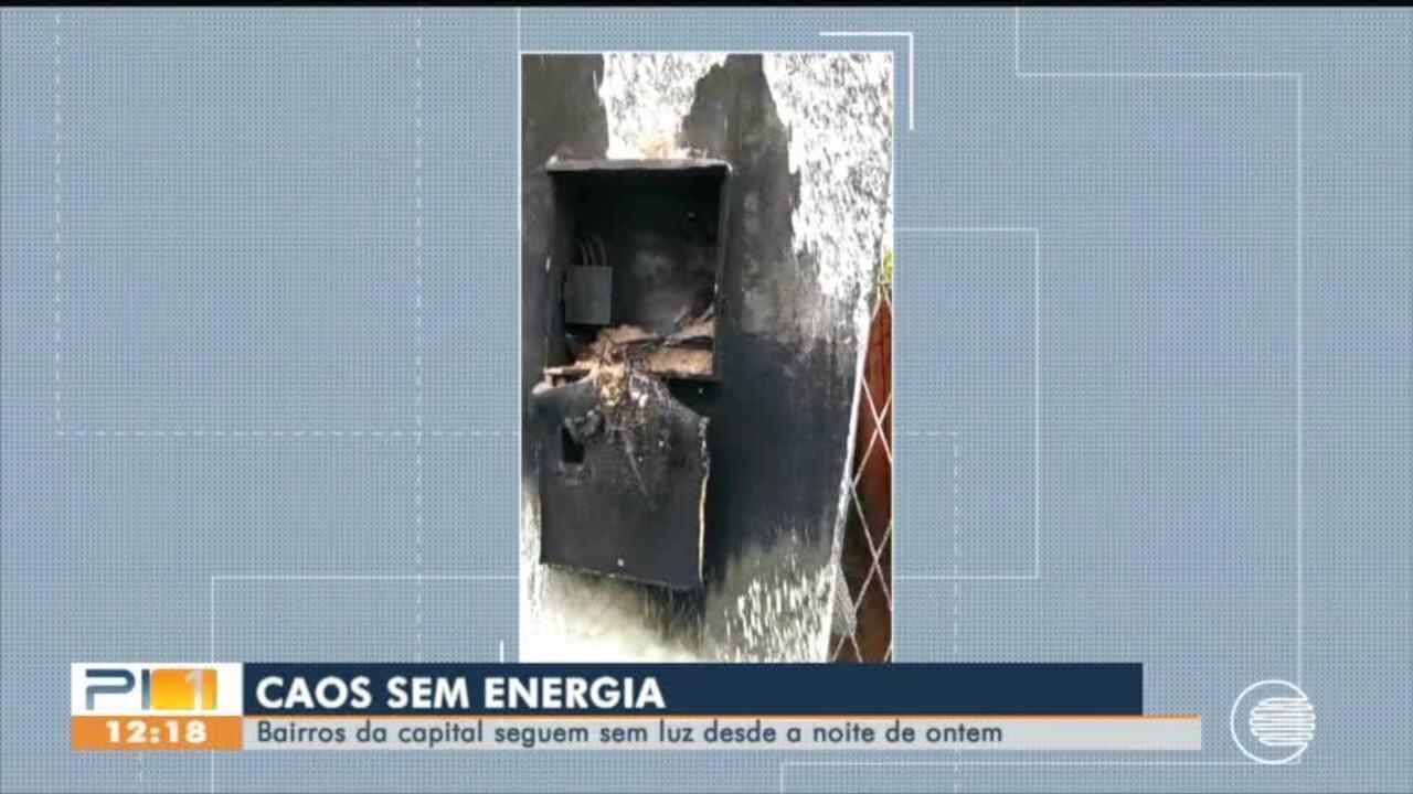 Medidor de energia pega fogo em casa de Teresina depois de ser atingido por raio