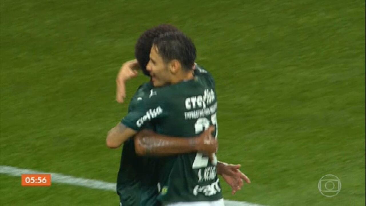 Palmeiras goleia Corinthians; Flamengo volta a vencer no Brasileirão