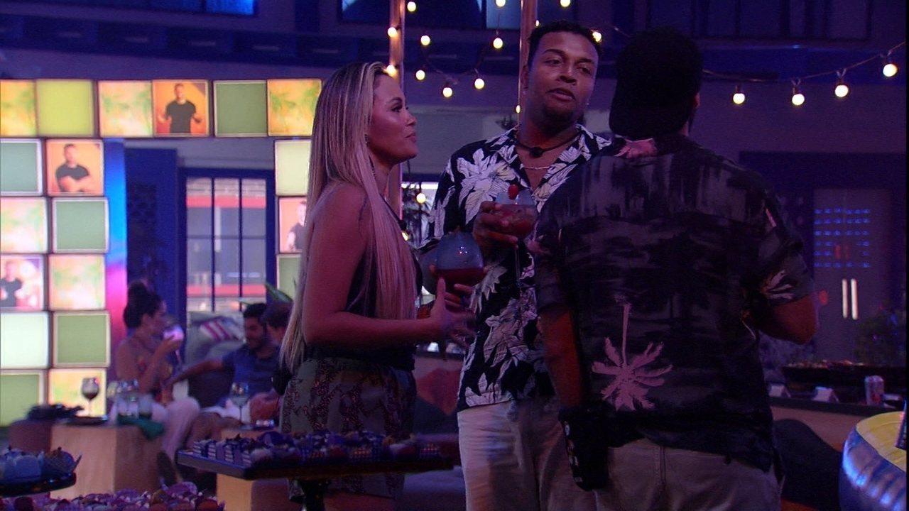 BBB21: Nego Di e Sarah falam com Arthur sobre beijo em sister: 'Isso aí é VT brasileiro'