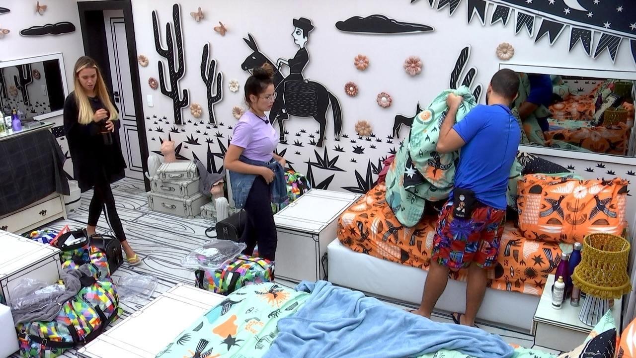 Sarah e Gilberto decidem dormir para revezar com Caio e Rodolffo vigília no Big Fone