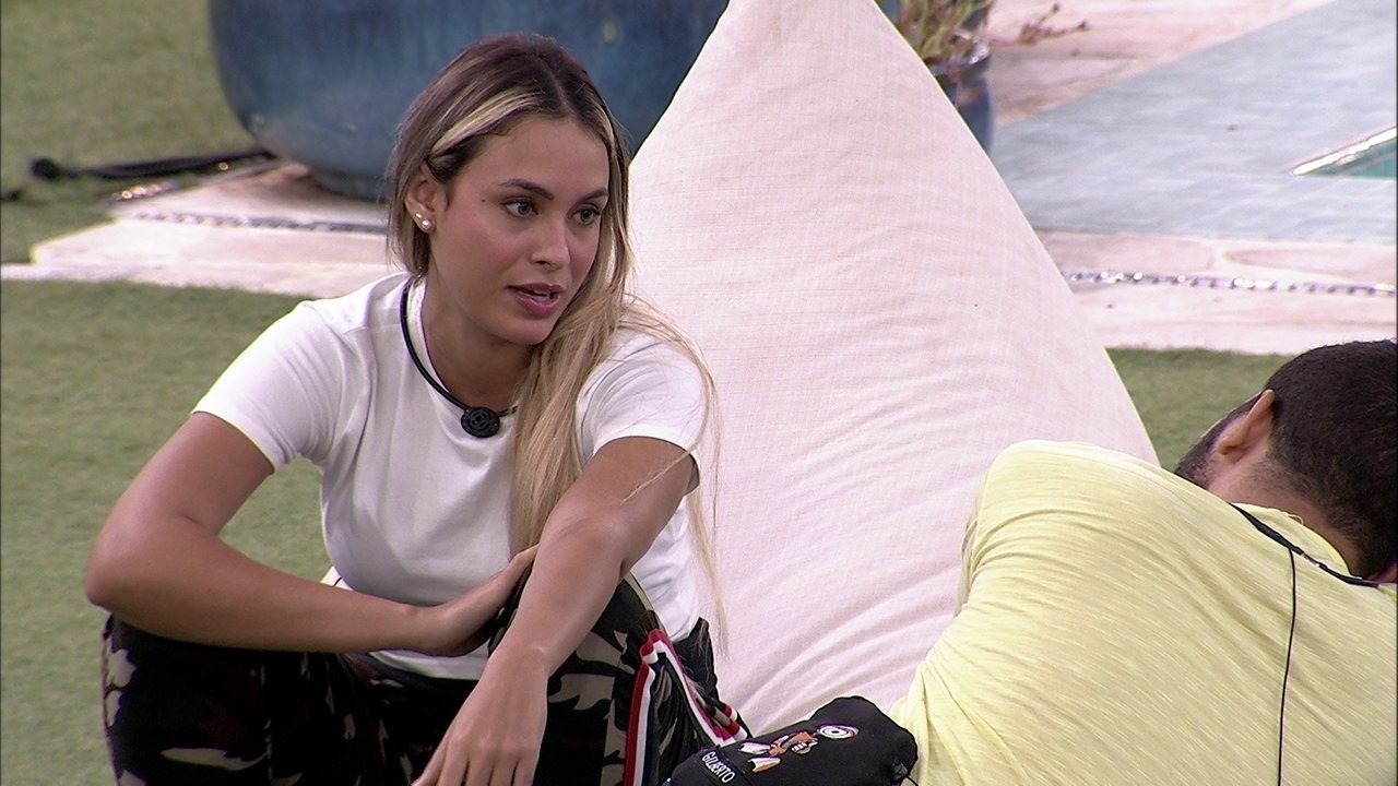 Sarah comenta com Gilberto postura de Fiuk no BBB21: 'Ele é grosso quando que ser grosso'