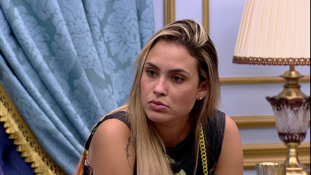 Sarah diz para Juliette no BBB21: 'Acho que a Karol vai acabar indo pela casa'