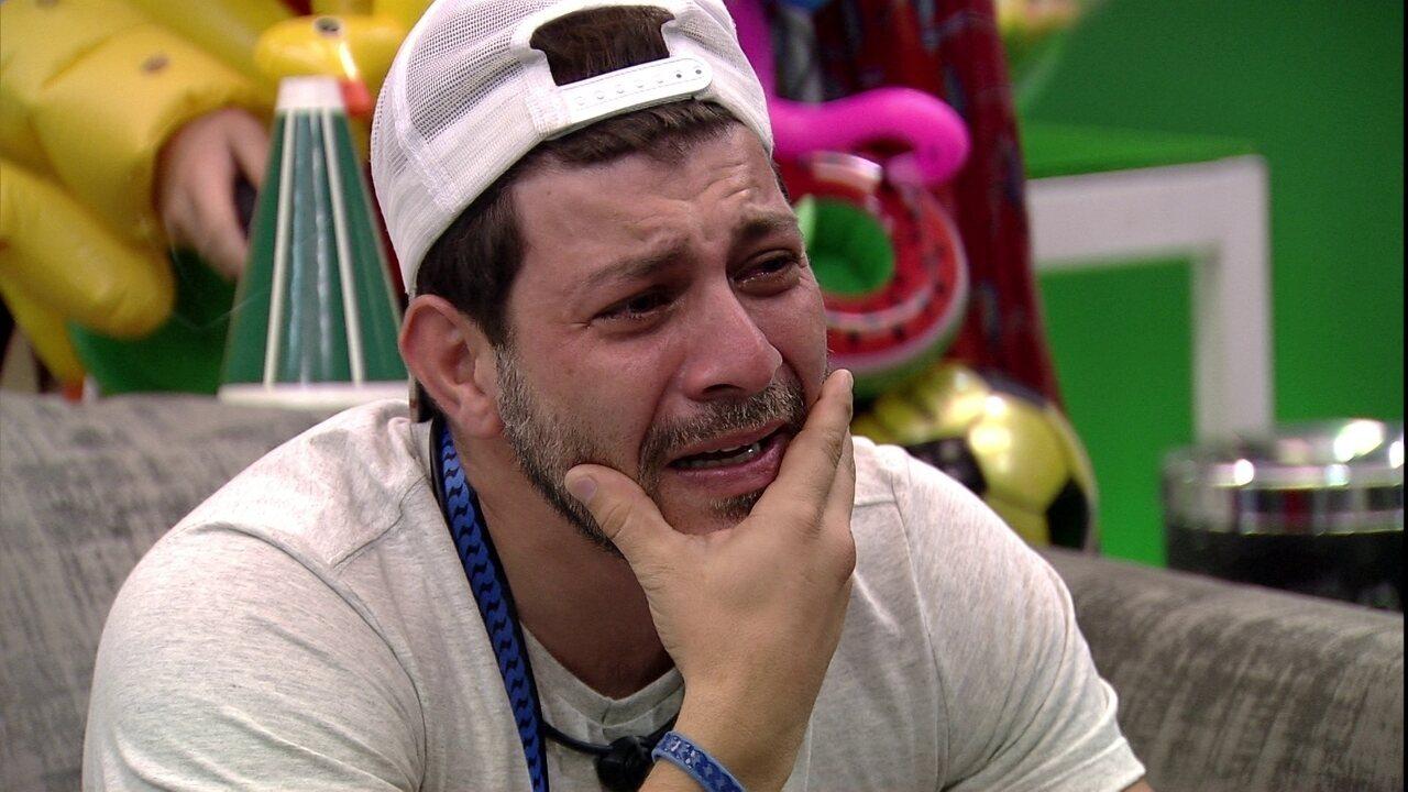 Caio chora com Presente do Anjo no BBB21