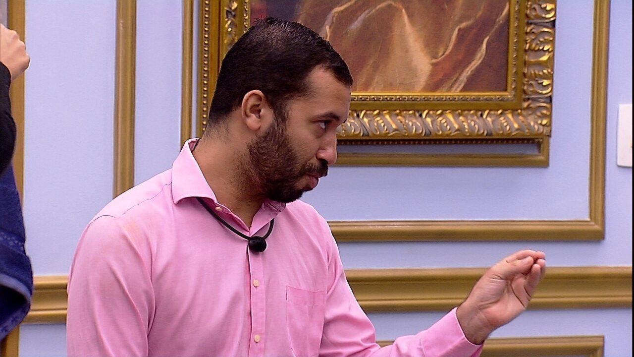 Gilberto opina sobre os olhares de Fiuk para Thaís no BBB21: 'Não ia sair vivo daqui'