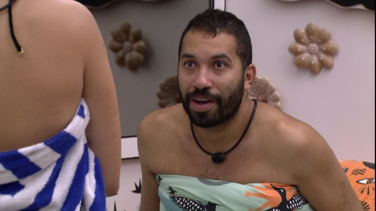 No BBB21, Gilberto elogia Irandhir Santos e Juliette entrega coincidência