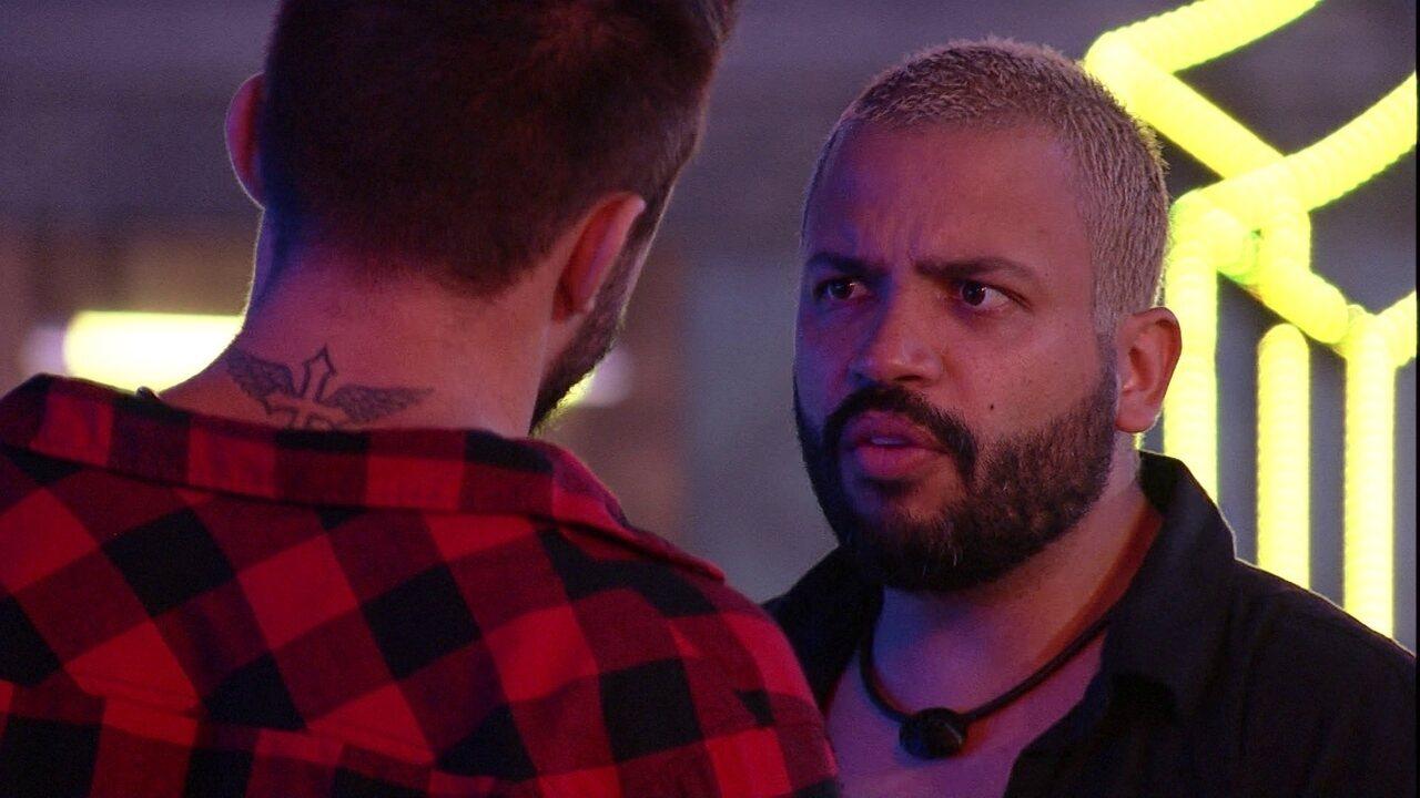 Projota comenta com Arthur sobre Eliminação de Carla Diaz: 'Melhor ela do que nós'