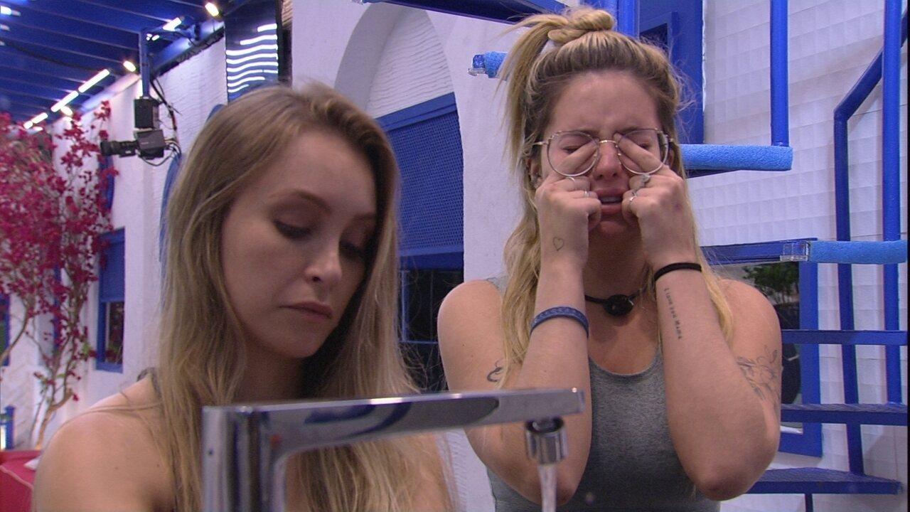 Viih Tube chora no BBB21 e faz pedido para Carla Diaz: 'Me perdoa por ter te magoado'