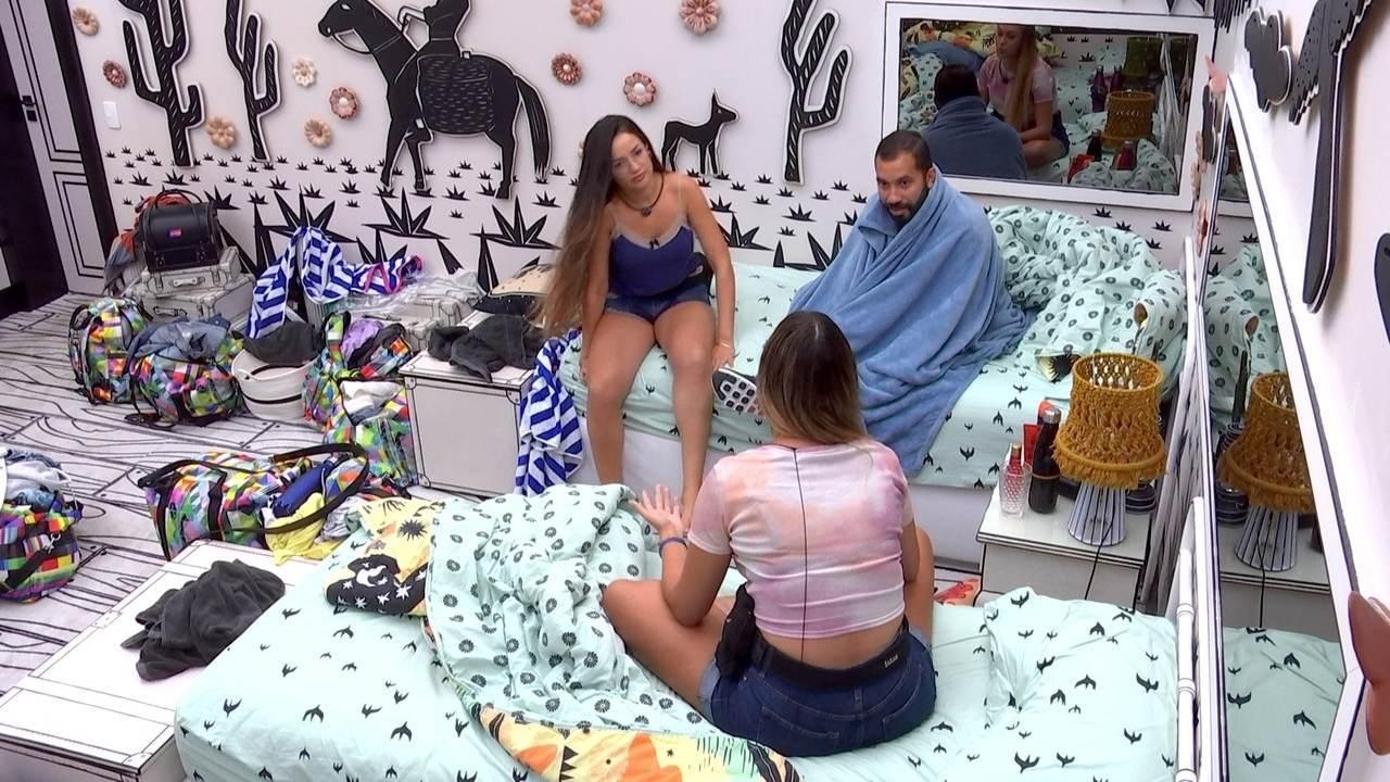 Gilberto e Sarah pedem perdão para Juliette no BBB21