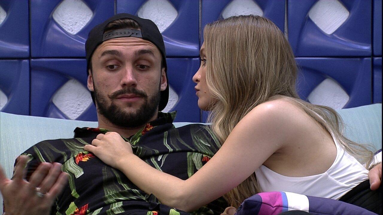 Carla Diaz aponta uma nova aliança no BBB21, e Arthur diz: 'A gente pega a Viih Tube'
