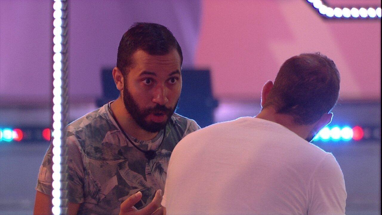 Gilberto repercute papo com Juliette, e Caio declara: 'Esse negócio foi muito sério'